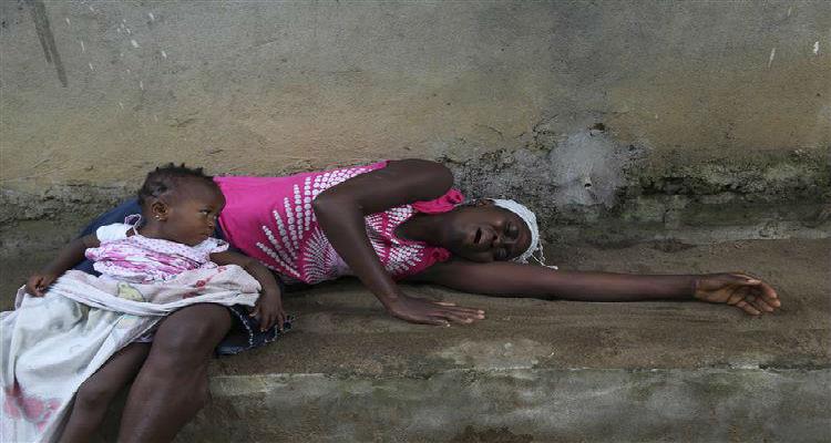 """Ébola: Infectados são vítimas do """"terrorismo da pobreza"""""""