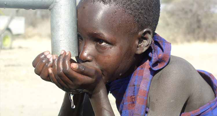 Cabinda consome água contaminada - Folha 8