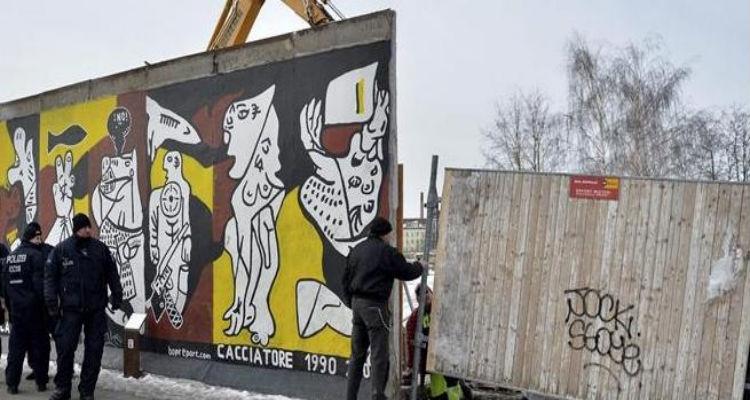Comunistas e similares amam os muros - Folha 8
