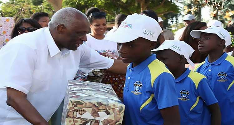 Centenas de crianças abençoadas pelo casal real - Folha 8