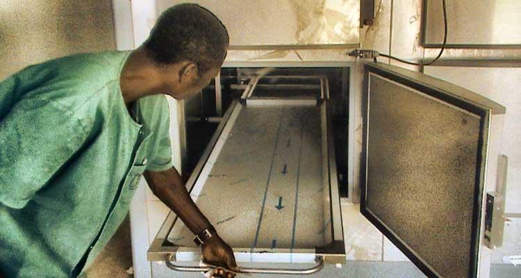 Faltam médicos? Angola é um país pobre, por isso… - Folha 8