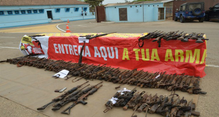 armas-guerra-luanda