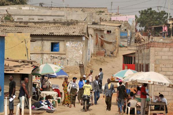 wall-street-luanda