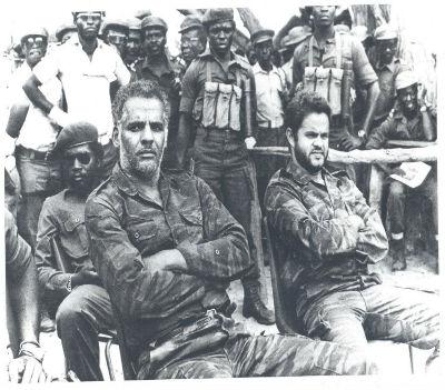 Coronel Manuel Rojas García e o seu piloto Quesada, feitos prisioneiros da UNITA depois do derrube do seu helicóptero.