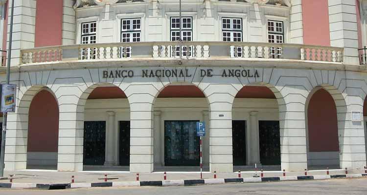 Banca angolana comprou 380 milhões de dólares em divisas