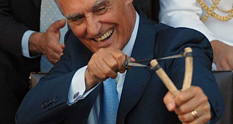 Cavaco Silva critica promessas irrealistas