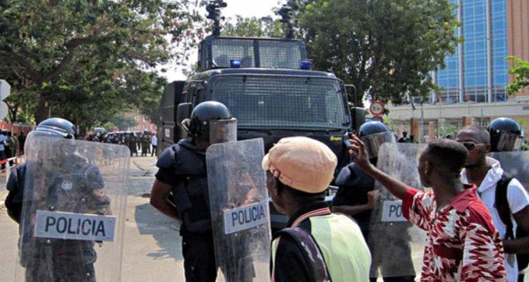 Marchas fazem fim-de-semana escaldante em Luanda - Folha 8