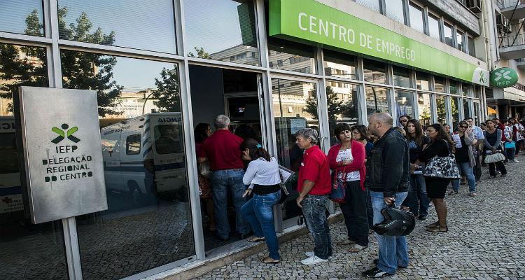 (Des)empregados portugueses apostam em Angola - Folha 8
