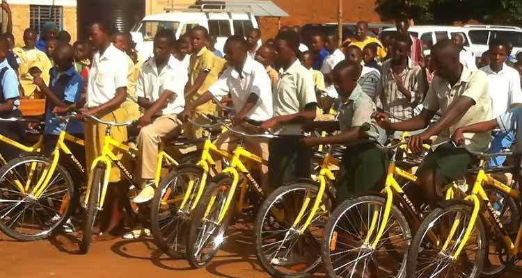 Uau! Alunos vão para a escola de bicicleta - Folha 8