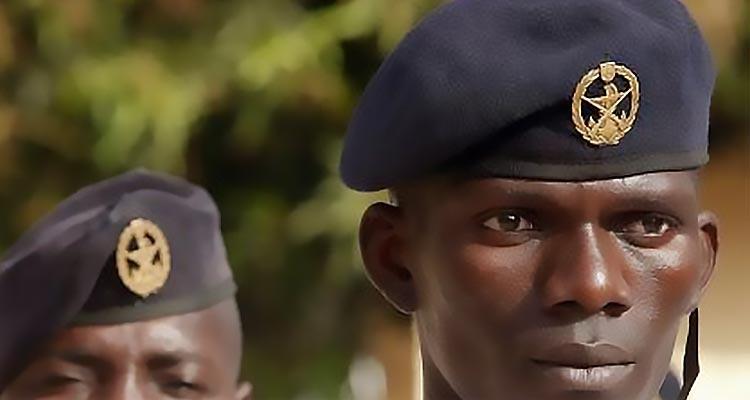 Militares (guineenses) ao serviço da população - Folha 8