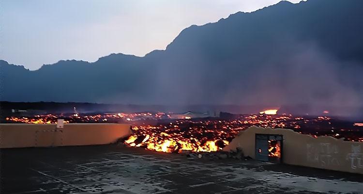 Lava do vulcão continua a levar tudo à frente - Folha 8
