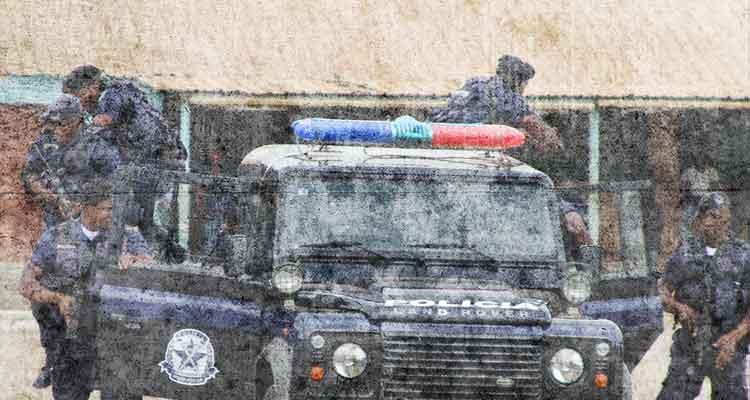 Polícia arrasa manifestação em Luanda - Folha 8