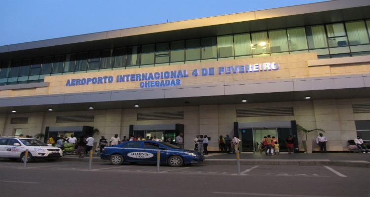 Luanda acende luz verde aos passaportes electrónicos - Folha 8