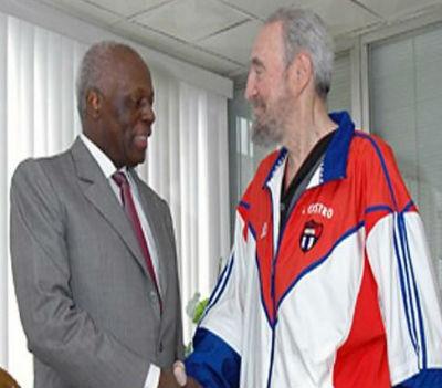 Eduardo dos Santos e Fidel Castro, dois velhos amigos, dois ditadores que não olharem a meios para atingir os seus fins.