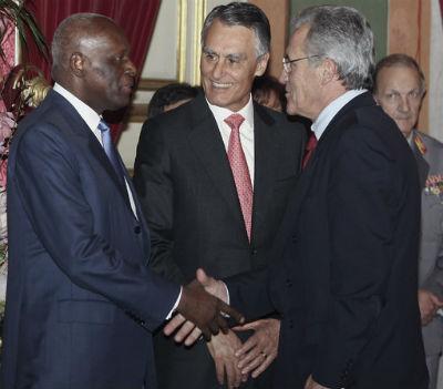 Eduardo dos Santos tem um vasto leque de figuras amigas. Pelo menos enquanto ele for dono de Angola.