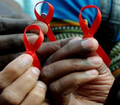 A SIDA é, continua a ser, um flagelo em África. No entanto, os governos continuam a preferir comprar... armas.
