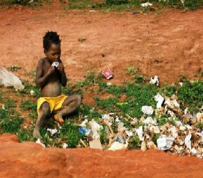 Rui Moreira, que não pode ser confundido com a população do Porto, está-se nas tintas para os angolanos que são gerados com fome, nascem com fome e morrem, pouco depois, com... fome.